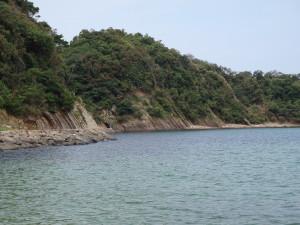 対馬の残念な風景。海に囲まれているせいか、漂着物が多い。
